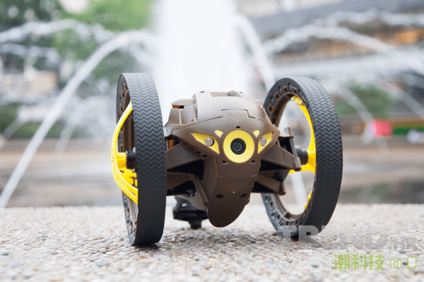 parrot-minidrones-review-jumping-sumo-close