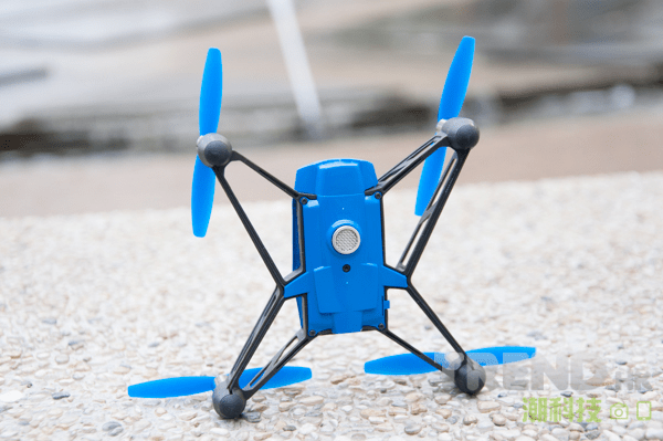 parrot-minidrones-review-rolling-spider-bottom