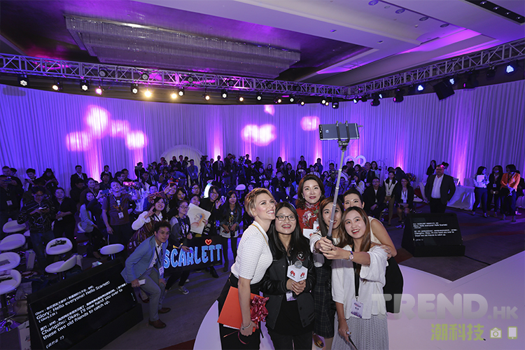 huawei-p9-party-with-scarlett-fans